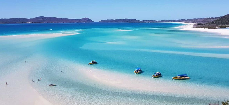 Solo holiday ideas - Shows Byron Bay beach