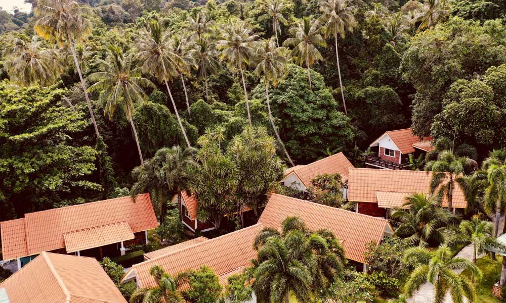 Planning a honeymoon on a budget - Shows luxury villas in northern Thailand