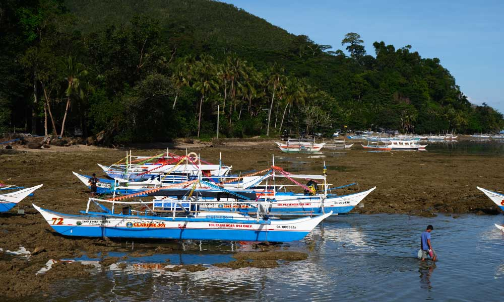 Puerto Princesa travel tips - Shows tourist boats on Sabang Beach