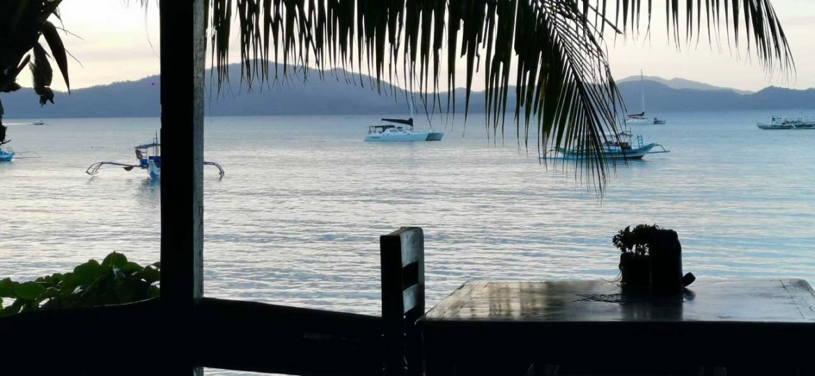 The best El Nido restaurants - Shows a restaurant with a beach view