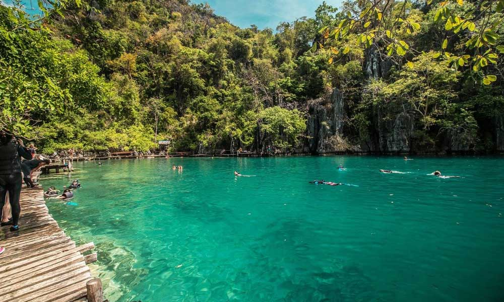 Things to do in Coron - Shows a turquoise lagoon