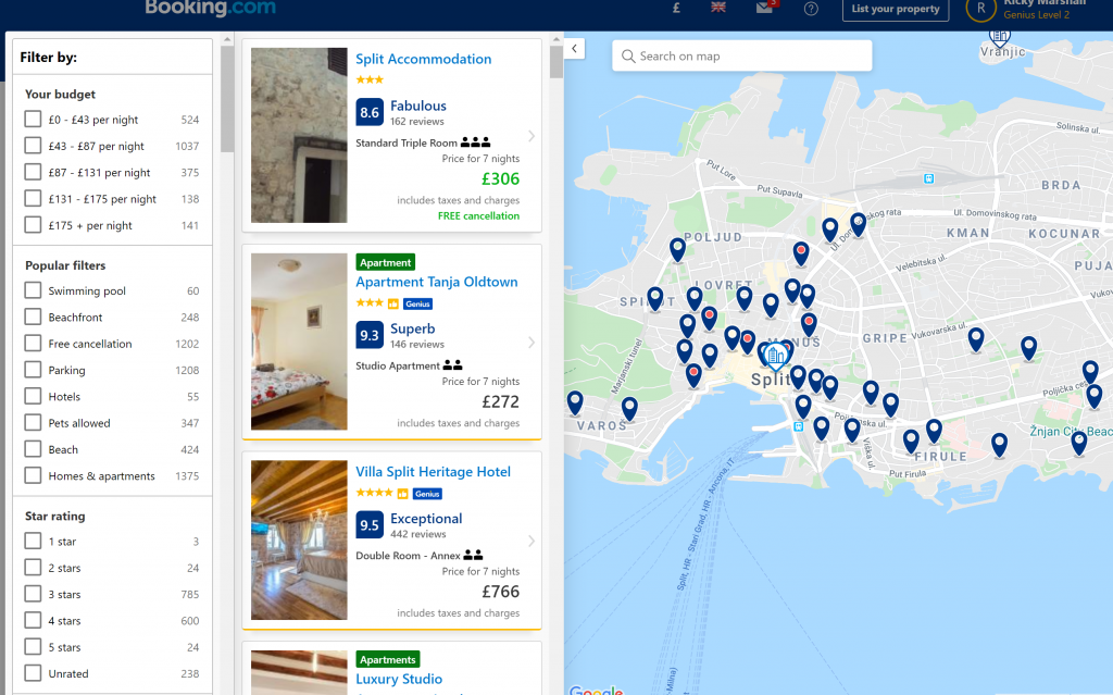 Shows a map of hotel options on Booking.com