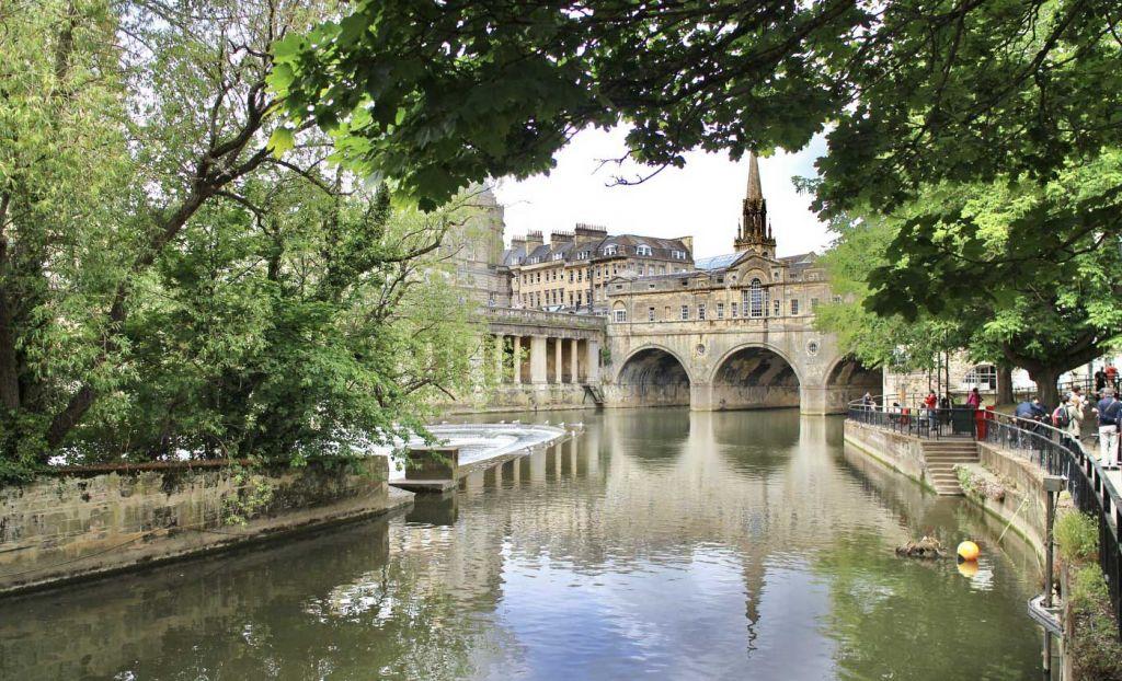 River and bridge in Bath