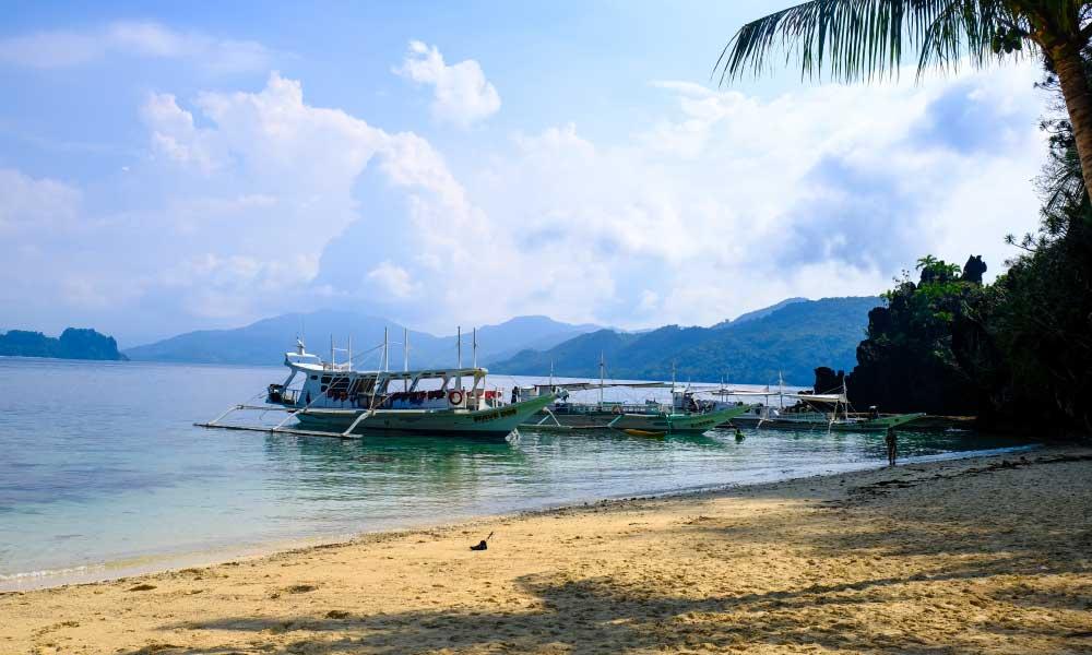 Buhay island life - Shows remote beach in El Nido