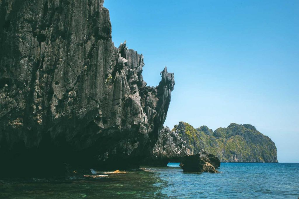 Shows a secluded snorkelling spot - El Nido Island hopping guide