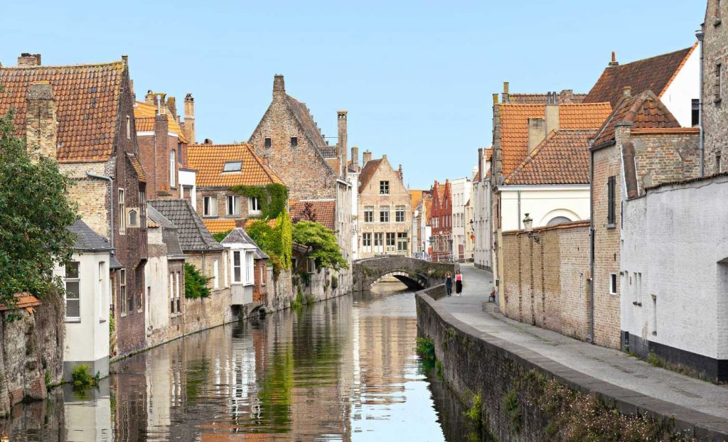 Eurostar day trips from London - Shows a river running through Bruges