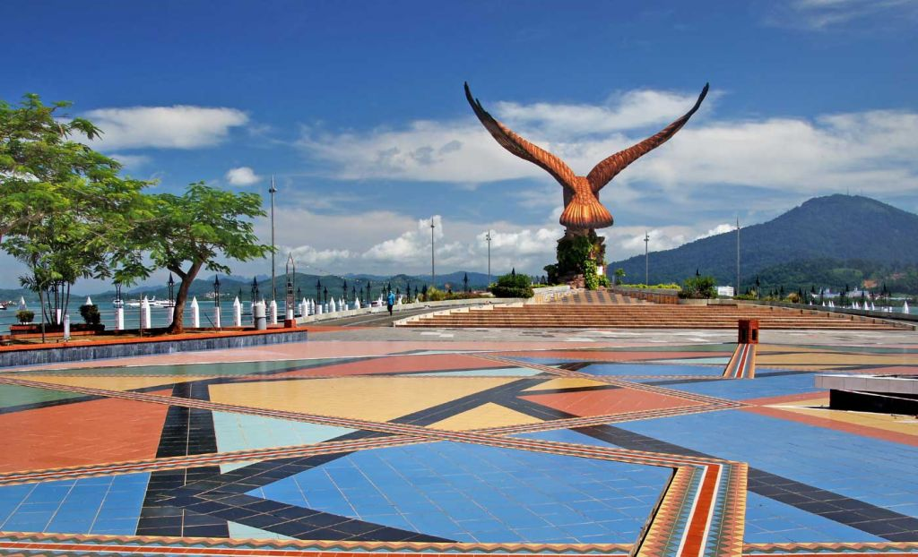 Best things to do in Langkawi - Shows the Eagle statue at Eagle Square