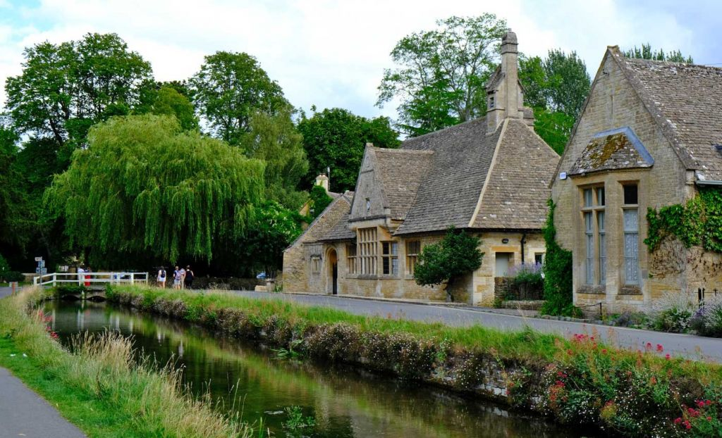 Places to visit in the Cotswolds - Shows a stream running through Lower Slaughter