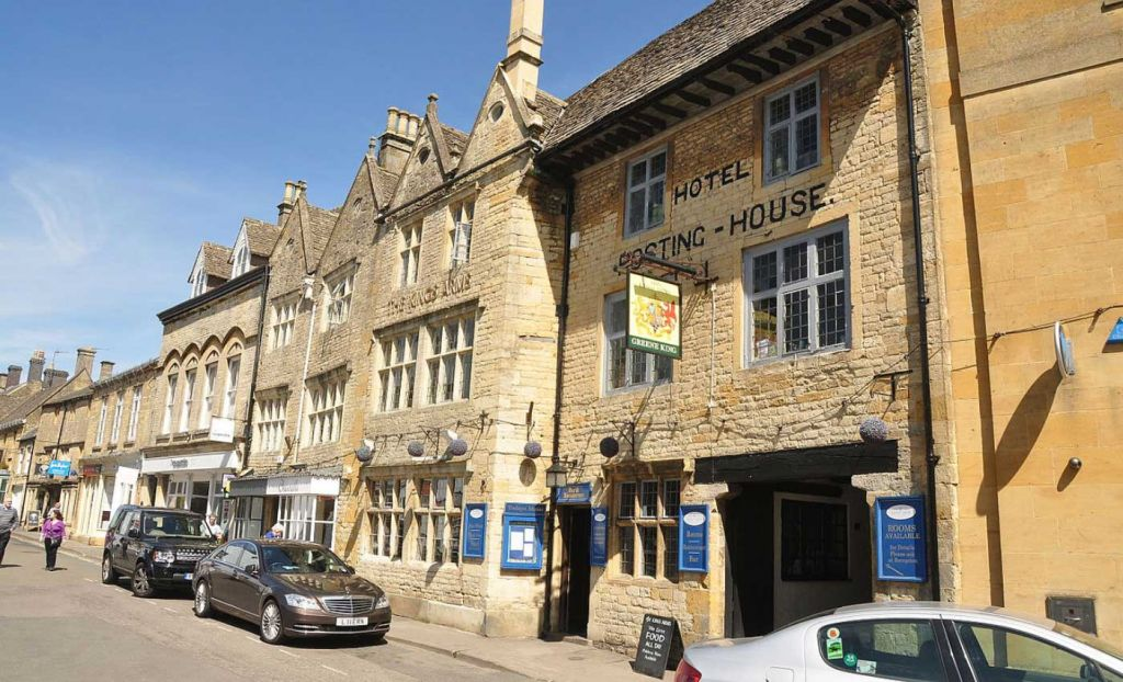 Shops and cafes of Stow on the Wold - Best places in the Cotswolds
