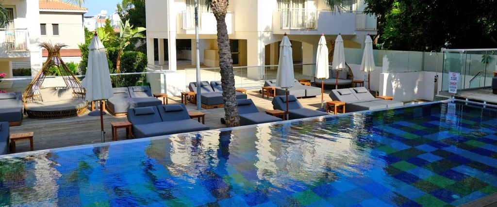 The King Jason hotel Paphos review and guide - Shows the Elegancia infinity pool