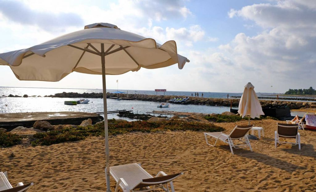 Leonardo Plaza Cypria Hotel guide and review - beachfront