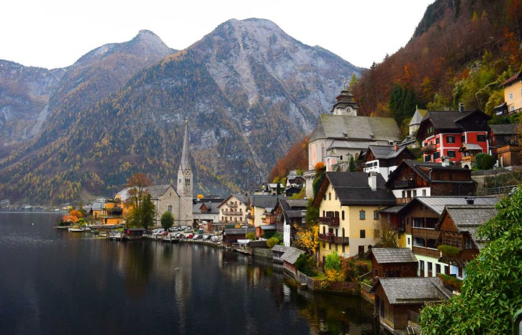 Tips for travelling during Covid - Small lakeside village in Austria