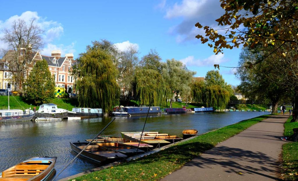 River Cam walking route with punts and house boats