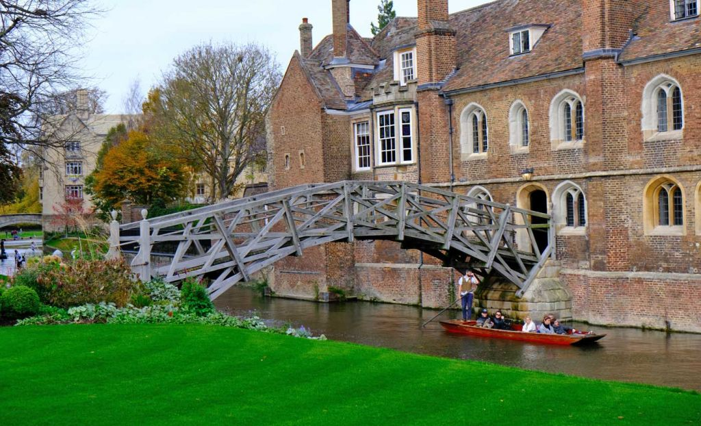 Top things to do in Cambridge - Shows the Mathematical Bridge