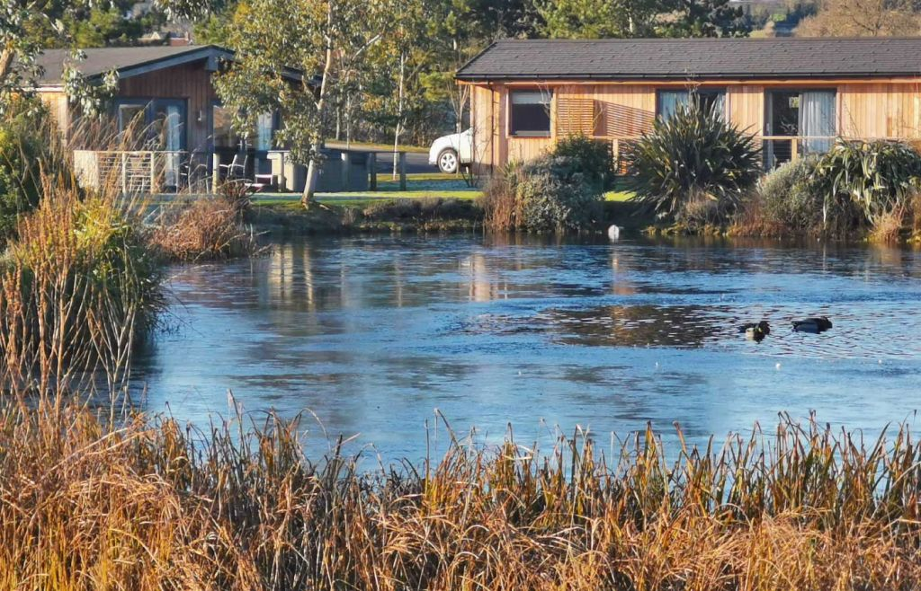 Cedar Retreats West Tanfield - The main lake with surrounding lodges
