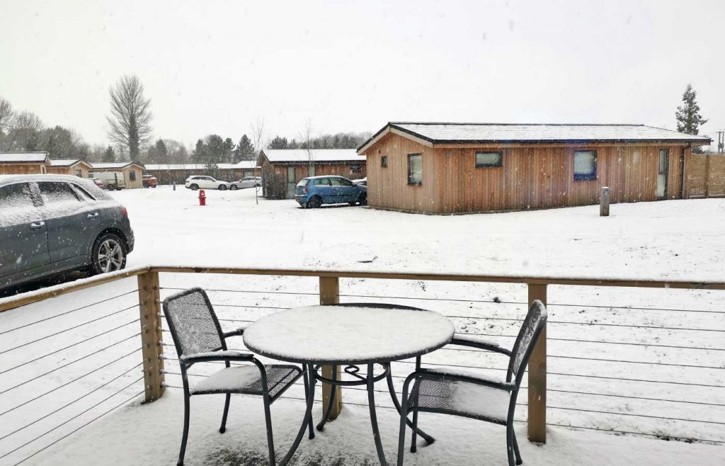 Cedar Retreats West Tanfield - Outdoor area during snowfall