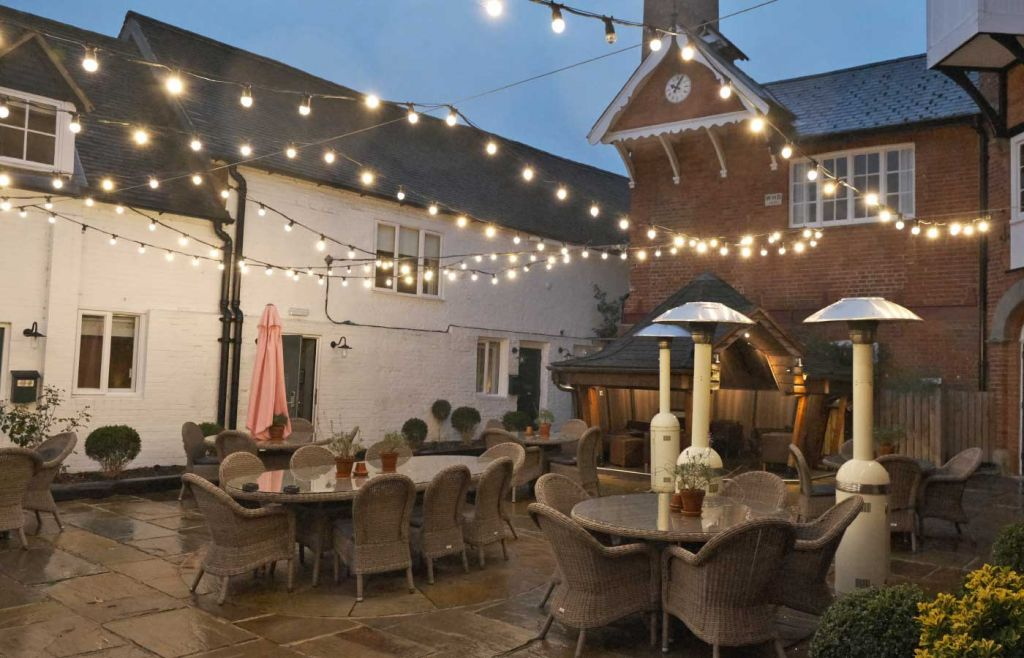 Hotel Du Vin Henley On Thames - Fairy lights above the courtyard