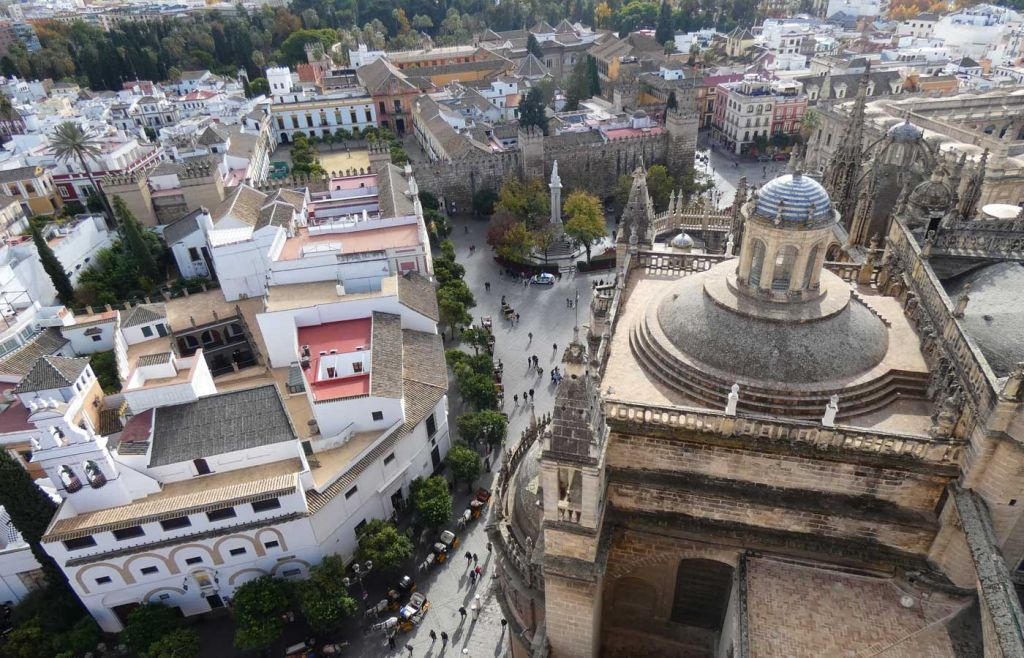 Advice for living abroad in a foreign country - Shows a Spanish city from above