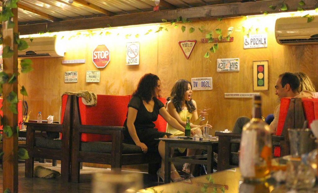 How to speak Spanish like a local - Friends chatting in a bar