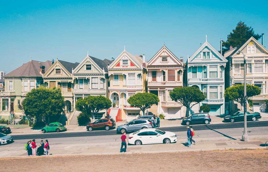 The best holidays for young couples - Shows colourful homes in San Francisco