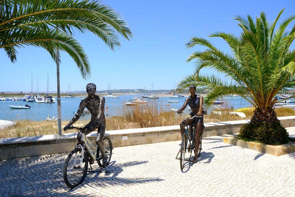 Metal statues on Alvor boardwalk