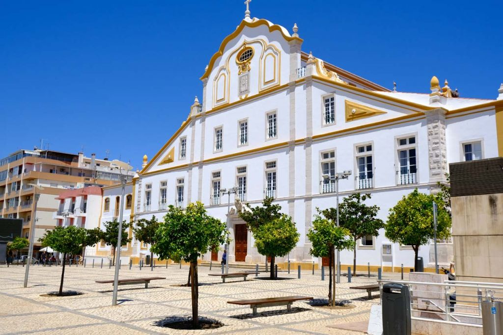 Best places to visit in the Algarve - Old building in town