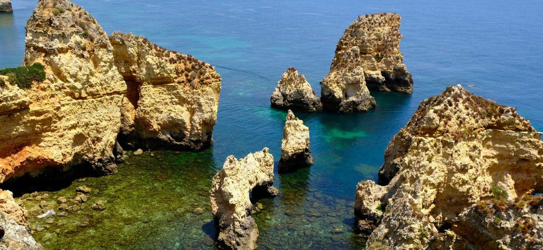 Lagos travel guide - Shows Ponta da Piedade rocks