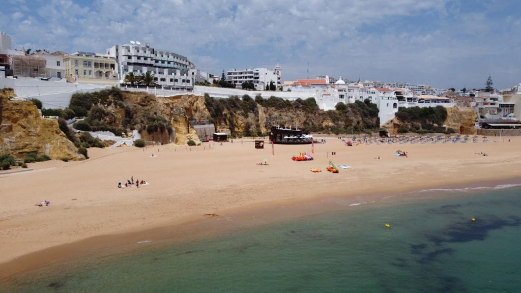 The best places to stay in the Algarve - Albufeira beach