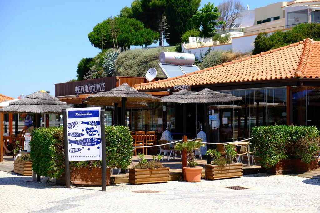 Best things to do in Alvor - Shows a seaside restaurant